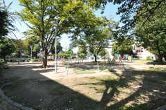 近所には公園があります。(2013-09-18,共用部,ENVIRONMENT,1F)