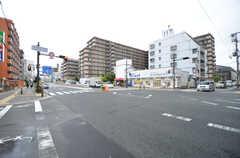 シェアハウス近くの道路は、交通量が多いです。(2015-09-01,共用部,ENVIRONMENT,1F)