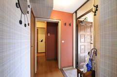 内部から見た玄関周辺の様子。(2012-07-13,周辺環境,ENTRANCE,6F)