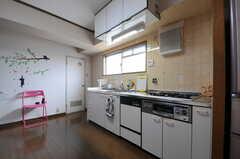 キッチンの様子。キッチン脇のドアはトイレです。(2012-07-13,共用部,KITCHEN,6F)