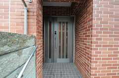 シェアハウスの正面玄関。(2011-09-04,周辺環境,ENTRANCE,1F)