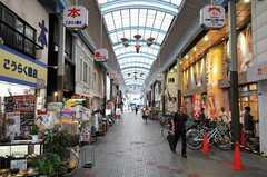 JR東海道本線・塚本駅前の商店街の様子。(2011-09-04,共用部,ENVIRONMENT,1F)
