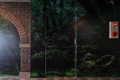 廊下に面したドア。隠し扉のようです。(2017-09-13,共用部,OTHER,1F)