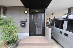 シェアハウスの正面玄関。(2014-07-01,周辺環境,ENTRANCE,1F)