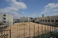 目の前は学校です。(2014-07-01,共用部,OTHER,3F)