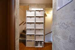 廊下にはバスグッズなどを収納しておけるボックスが設置されています。(2017-04-04,共用部,OTHER,2F)
