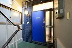 玄関の様子。(2013-03-15,周辺環境,ENTRANCE,2F)