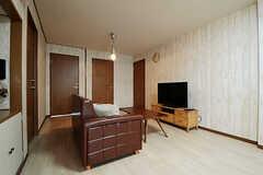 ラウンジの様子2。白木風の壁紙です。(2013-03-15,共用部,LIVINGROOM,2F)