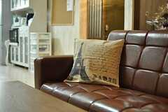 ラウンジのソファの様子。(2013-03-15,共用部,LIVINGROOM,2F)