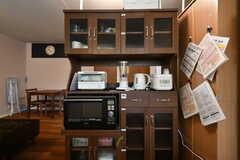 キッチン家電と食器棚の様子。(2020-03-26,共用部,KITCHEN,4F)