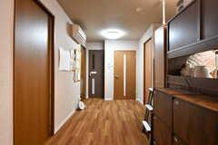 玄関前のホールの様子。左手が専有部、正面がトイレとバスルーム、右手がランドリールームです。(2020-03-26,共用部,OTHER,4F)
