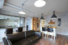 ソファも置かれています。(クッキング)(2011-11-09,共用部,LIVINGROOM,12F)