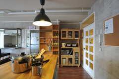 まるで、キッチンがリビングにはみ出してきているよう。(クッキング)(2011-11-09,共用部,LIVINGROOM,12F)