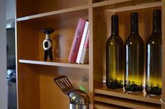 LEDランプとワインボトルを使った照明は手作りです。(クッキング)(2011-11-09,共用部,LIVINGROOM,12F)