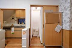 キッチン脇にはシャワールームがあります。(2017-10-25,共用部,BATH,1F)