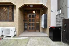 シェアハウスの玄関ドア。(2019-01-16,周辺環境,ENTRANCE,1F)