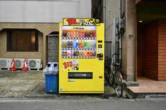 敷地内に自動販売機が設置されています。(2019-01-16,共用部,GARAGE,1F)