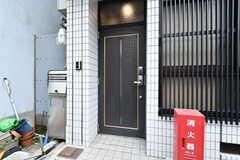 玄関ドアの様子。(2018-04-11,周辺環境,ENTRANCE,1F)