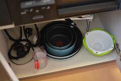 フライパンや鍋類はコンロ下に収納されています。(2017-04-04,共用部,KITCHEN,4F)