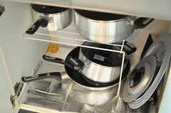 シンク下には調理器具が収納されています。(2012-08-18,共用部,KITCHEN,2F)