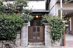シェアハウスの門扉。(2012-12-18,周辺環境,ENTRANCE,1F)
