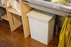 シンク下にはゴミ箱があります。(2012-12-18,共用部,KITCHEN,1F)