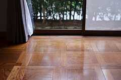 上品なパターンのフローリング。(101号室)(2012-12-18,専有部,ROOM,1F)