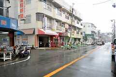 シェアハウス近くの道の様子。車通りは比較的多めです。(2015-09-03,共用部,ENVIRONMENT,1F)