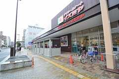 地下鉄中央線・深江橋駅前のスーパー。(2015-09-03,共用部,ENVIRONMENT,1F)