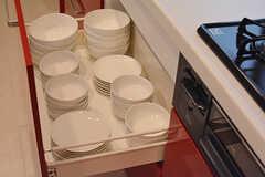 食器類も引き出しに。(2016-11-14,共用部,KITCHEN,1F)