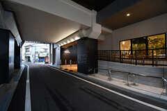 大阪環状線・桃谷駅の様子。駅からシェアハウスまでは徒歩1分です。(2016-11-14,共用部,ENVIRONMENT,1F)