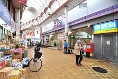京阪本線・千林駅の様子。谷町線・千林大宮駅まで商店街でつながっています。(2016-11-14,共用部,ENVIRONMENT,1F)