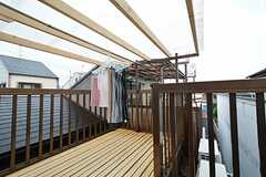 屋上の様子。物干し場は屋根付きです。(B棟)(2015-11-02,共用部,OTHER,3F)