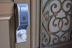 玄関の鍵はICカード式。(2015-11-02,周辺環境,ENTRANCE,1F)