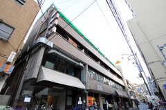 マンションの外観。5Fがシェアハウスです。(2010-11-27,共用部,OUTLOOK,1F)