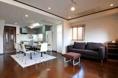 ソファもあり、ゆったりとした空間です。(2010-11-27,共用部,LIVINGROOM,5F)