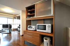 食器棚の様子。キッチン家電もコチラ。(2010-11-27,共用部,KITCHEN,5F)
