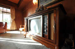 時代を感じるTV。今でも見られるそう。(2010-11-27,共用部,TV,5F)