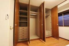 クローゼットの様子。(502号室)(2010-11-27,専有部,ROOM,5F)