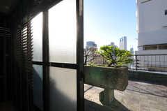ルーフバルコニーに出られます。(503号室)(2010-11-27,専有部,ROOM,5F)