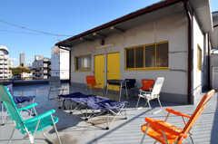 屋上の様子2。パーティーもできますが、事前に申請が必要です。(2010-11-27,共用部,OTHER,6F)