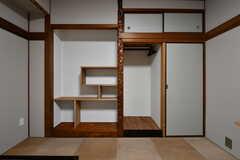 専有部の様子3。違い棚風の収納が設置されています。(302号室)(2017-07-12,専有部,ROOM,3F)