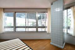 専有部の様子3。窓が多く、明るいです。(203号室)(2017-07-12,専有部,ROOM,2F)