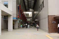 駅直結のショッピングモール「オーク200」の様子。(2017-07-12,共用部,ENVIRONMENT,1F)