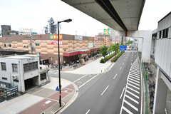 駅前にはスーパーがあります。(2017-07-12,共用部,ENVIRONMENT,1F)
