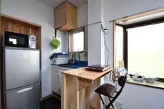 カウンターテーブルの様子。カウンターテーブルの脇がキッチンです。(2017-03-29,共用部,LIVINGROOM,1F)