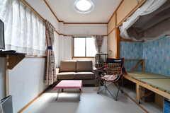 ダイニングの様子2。奥にソファが設置されています。(2017-03-29,共用部,LIVINGROOM,3F)