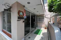 シェアハウスの正面玄関。(2013-05-21,周辺環境,ENTRANCE,1F)