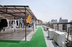 屋上には物干し場があります。(2013-05-21,共用部,OTHER,4F)