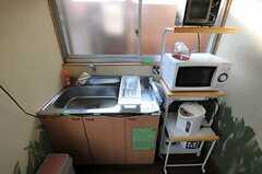 キッチンの様子。各専有部にもキッチンが付いています。(2012-01-13,共用部,KITCHEN,1F)